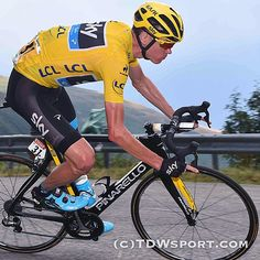 Chris Froome so skinny but still so powerfull TDF 2015 Credit (Tim De Waele) Chris Froome, Road Mountain Bike, Pro Cycling, Road Racing, Be Still, Bicycle, Skinny, Veils, Biking