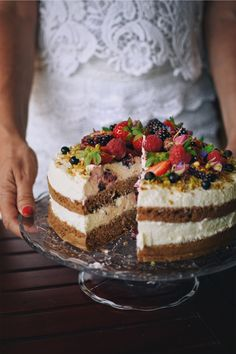 Goat Cheese Cake with Hazelnut, Easy and Cheap - Clean Eating Snacks Cheap Clean Eating, Clean Eating Snacks, Cold Cake, Keto Cake, Healthy Cake, Savoury Cake, Great Recipes, Food To Make, Cake Recipes