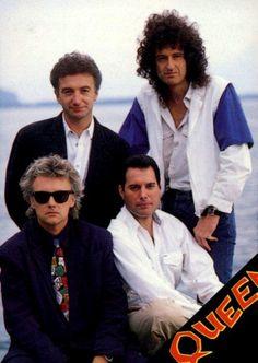 Queen - Roger Taylor, Freddie Mercury, John Deacon, Brian May