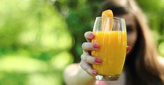 4 ricette di super centrifugati con frutta e verdura che ci aiuteranno a potenziare il nostro sistema immunitari, proteggendoci dai malanni stagionali