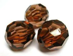 Brown faceted 28 x 28mm beads. These beads are perfect for creating larger brightly coloured necklaces #beads #acrylicbeads