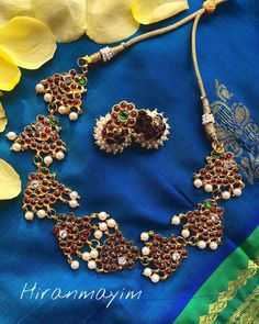 Check out the classic south indian kemp jewellery collections from this brand and get ready to shop. Jewellery Shop Design, Jewellery Storage, Jewelry Shop, Jewellery Showroom, Diy Jewellery, Weird Jewelry, Cute Jewelry, Bridal Jewelry, Jhumka Designs