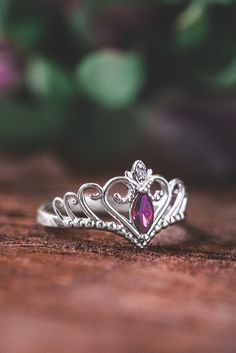 Make every day feel like a fairytale with your own personalized princess ring from Jewlr! Make your ring unique with the metal, gemstones and engravings of your choice.