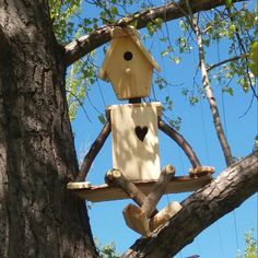 38 Ideas Unique Bird Houses Diy Garden Art For 2019 - Modern Garden Crafts, Garden Projects, Wood Projects, Woodworking Projects, Woodworking Classes, Garden Ideas, Wooden Bird Houses, Bird Houses Diy, Homemade Bird Houses