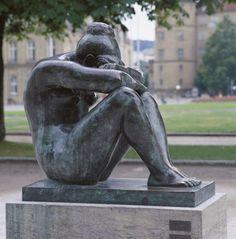 Aristide Maillol > La Nuit (The Night), 1905 Bronze, 106 x 61 x 112 cm Collection Artmuseum Pottery Sculpture, Bronze Sculpture, Sculpture Art, Rotterdam, Monuments, French Sculptor, French Artists, Famous Artists, Public Art