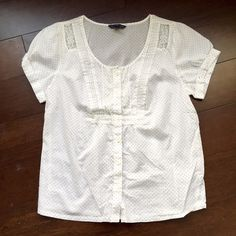 White blouse Light and airy white blouse from AE. Perfect for summer at the office! American Eagle Outfitters Tops Blouses