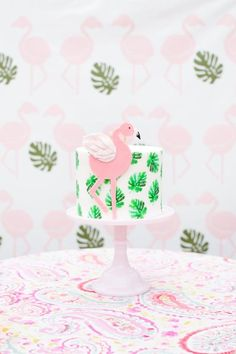 Looking to add a punch to an otherwise bare room or maybe highlight a wall for a children's birthday party? This Flamingo Wall Art will for sure add a bit of spunk to any drab room or party, transforming it into the talk of the town. Pink Flamingo Party, Flamingo Cake, Flamingo Birthday, Pink Flamingos, Festa Party, Luau Party, Diy Party, Hawaian Party, Party Decoration