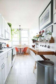 Come arredare una cucina lunga - Cucina stretta con angolo da pranzo