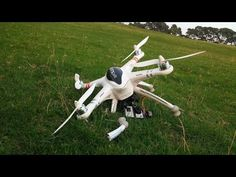 Drone Flying Tips - 7 Mistakes To Avoid. This video covers common mistakes that can cause a crash or other problems. All of these mistakes can be easily avoided. If you are new to flying drones or if you have been flying for a while, t Drone App, New Drone, Remote Control Drone, Rc Remote, Heroes And Generals, Drone Filming, Before You Fly, Pilot, Flying Lessons