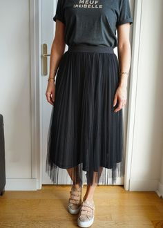 Carrie Bradshaw, Diy Clothes, Designer Dresses, Casual, Midi Skirt, Street Style, Couture, Skirts, Outfits