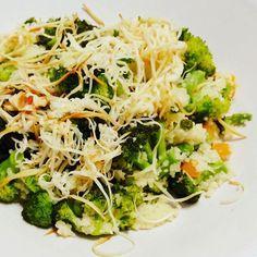 #vegetables #broccoli #greanpeas #carrots #couscous #parsley #healthy #healthyfood #instafood #recipes #kuszkusz #pároltzöldség #cheese #smookedcheese #füstöltsajt #mutimiteszel #ikozosseg #glutenfree #eletszepitok #vegetarianfood #igfood