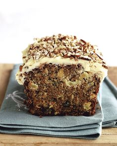 Wortelkoek met suurlemoen-roomkaasversiersel Best Carrot Cake, Cupcake Cakes, Cupcakes, No Bake Cake, Baked Goods, Banana, Favorite Recipes, Afrikaans, Breakfast