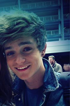 Connor Ball from The Vamps on We Heart It Bradley Simpson, Meet The Vamps, Jon Cozart, Will Simpson, New Hope Club, Green Hair, Good Looking Men, Cute Boys, Hot Guys
