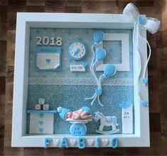 Birth Picture in Fimo Eid Crafts, Diy And Crafts, Birth Pictures, Baby Mold, Family Tree Frame, Doll House Crafts, Baby Frame, Baby Shower Decorations For Boys, Clay Baby
