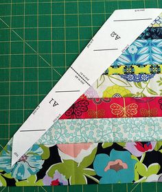 Alternative way to make feathers for Anna's feather quilt using NON whole WOF pieces Quilting Tutorials, Quilting Projects, Quilting Designs, Quilting Tips, Bed Quilt Patterns, Arrow Quilt, Southwest Quilts, Patch Quilt, Quilt Blocks