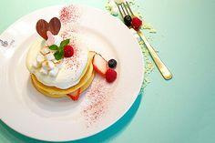 【明日から】大阪ブラザーズカフェから期間限定スイーツ「焼きマシュマロとホワイトチョコのパンケーキ」登場 - http://www.fashion-press.net/news/15581