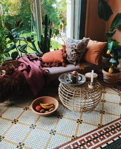 The perfect home if you love the fall. With warm colors and bohemian touches this family home in Copenhagen is the perfect refuge on cold, rainy days Bohemian Apartment, Eclectic Home, Scandinavian Home, Vintage House, Warm Colors, Beautiful Stone Flooring, Copenhagen Apartment, De Gournay Wallpaper, Cozy House