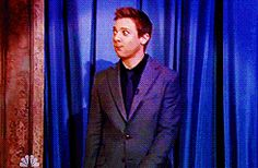 gif - click to view.  goofy entrance by none other. :)