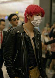 Taehyung at airport Bts Taehyung, Jhope, Taehyung Red Hair, Bangtan V, Jimin, Seokjin, Hoseok, Namjoon, Daegu