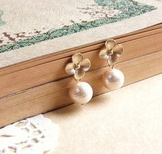 Dainty Hydrangea and Cotton Pearl Earrings . gold flower studs . bridal jewelry by CocoroJewelry on Etsy