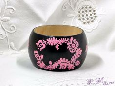 Fa fekete rózsazsín festett karperec