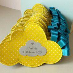 Sur commande ballotins de dragées baptême en forme de nuage jaune et bleu canard