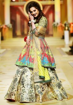 Aiman Khan slaying at bridal couture week wearing gorgeous mehndi bridal lehenga. Pak Cheers Coming Soon Bridal Mehndi Dresses, Pakistani Wedding Dresses, Pakistani Outfits, Bridal Outfits, Bridal Lehenga, Frock Fashion, Fashion Dresses, Women's Fashion, Skirt Fashion