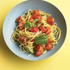 Pasta with Fresh Tomato Sauce, Recipe from Martha Stewart Living, July 2012 Roasted Tomato Pasta, Roasted Tomatoes, One Pan Pasta, How To Cook Pasta, Sauce Recipes, Pasta Recipes, Noodle Recipes, Dinner Recipes, Paleo Pasta