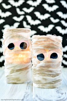 Mummy Lanterns - such a stinking cute Halloween decoration!