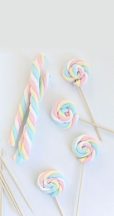april holidays Easy Easter Marshmallow Pops - Say Yes Easy Easter Marshmallow Pops Unicorn Themed Birthday Party, Baby Birthday, Birthday Party Decorations, Birthday Cake, Oreo Pops, Candy Party, Party Treats, Marshmallow Pops, Chocolate Dipped