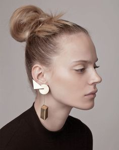 Jewelry Ideas : Head-turner asymmetrical ear climber featuring three geometric shapes of circle, triangle and rectangular prism. Earring is worn with a post and a hidden ear cuff ring. Contemporary Jewellery, Modern Jewelry, Jewelry Art, Gold Jewelry, Fashion Jewelry, Unique Jewelry, Fine Jewelry, Jewelry Ideas, Irish Jewelry