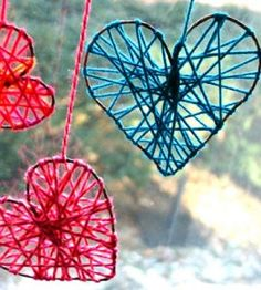 Yarn-wrapped wire hearts in red and blue