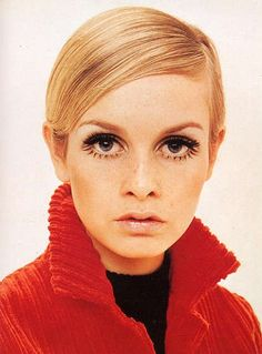 Twiggy, I wish bottom long lashes would come back into style. Such a stand out to the eye.
