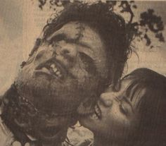 Leatherface gets a little love - Bill Johnson and Caroline Williams fooling around on the set of Texas Chainsaw Massacre 2 in 1986 - - Photos from behind the scenes on the sets of horror films Texas Chainsaw Massacre, Horror Icons, Horror Films, Scary Movies, Great Movies, Cult Movies, Movie 20, Bon Film, Classic Horror Movies