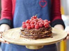 Pour fêter la Saint Valentin et la chandeleur, je vous propose une recette vegan de gâteau de crêpes chocolat-avocat surmonté de fruits rouges frais by Emilie de C'est si Bon Nutrition !
