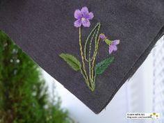 기다리던 '제비꽃'의 계절이예요!! 어제 청계천 산책하다 만났던 보랏빛 '제비꽃'과 흰색 '종지나물'이라고...