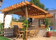 Cuando llega el verano, mucha gente se anima a colocar una pérgola en su jardín o en su terraza. Para ello hay que tener en cuenta una seri...