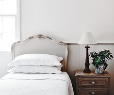 Extraordinary classic bedroom furniture - pay a visit to our short post for way more good tips! Home Decor Quotes, Home Decor Signs, Unique Home Decor, Cheap Home Decor, Luxury Home Furniture, Luxury Homes Interior, French Furniture, Antique Furniture, Industrial Furniture