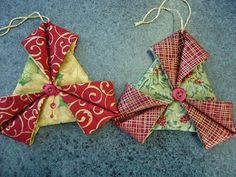 New origami ornaments fabric ideas Folded Fabric Ornaments, Quilted Christmas Ornaments, Christmas Sewing, Christmas Fabric, Handmade Ornaments, Handmade Christmas, Christmas Decorations, Origami Ornaments, Christmas Stars