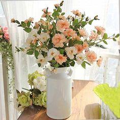 arranjo-de-flores-artificiais-na-decoração