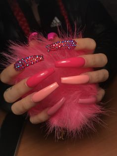 Semi-permanent varnish, false nails, patches: which manicure to choose? - My Nails Aycrlic Nails, Bling Nails, Hair And Nails, Coffin Nails, Pink Acrylic Nails, Acrylic Nail Designs, Pink Acrylics, Perfect Nails, Gorgeous Nails