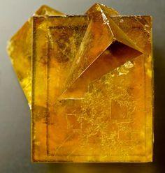 Fluorite penetration twin. Hilton Mine, Cumbria, UK Cube edge is 22 mm long. Love it