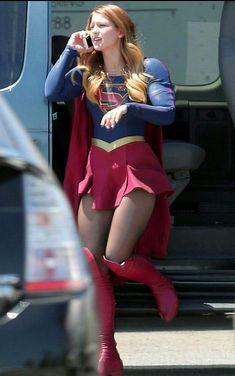 Melissa Benoist - On the set of Supergirl in Los Angeles - 18 August 2015 Melissa Marie Benoist, Melissa Benoist Sexy, Kara Danvers Supergirl, Supergirl Tv, Supergirl And Flash, Melissa Benoit, Helen Slater, Melissa Supergirl, Super Girls