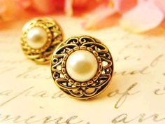 Antique Gold Pearl Earrings  by Reneeloveandco #pearl #earring  http://www.loveitsomuch.com/