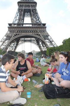 Francia prohíbió el uso de platos y cubiertos de plástico y comenzó la polémica