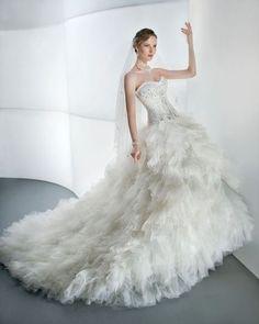 Robe de mariée DEMETRIOS collection 2013 ornée de cristaux shwarovski