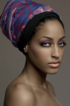 Love the idea of putting the same colors of the turban on the eyes. Beautiful Black Women, Beautiful Eyes, Beautiful People, Amazing Eyes, African Head Wraps, Turbans, Headscarves, Ebony Girls, Exotic Beauties
