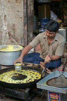 Street Food in Gujarat India World Street Food, Street Food Market, Street Vendor, Comida India, Amazing India, Indian Street Food, India Food, Street Photography, Street Food