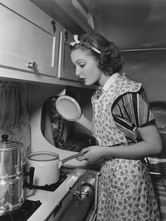 I don't think our kids know what an apron is. The principle use of Grandma's apron was to protect the dress underneath, because she only had a few. It was also because it was easier to … Vintage Apron Pattern, Aprons Vintage, Retro Vintage, Apron Patterns, Retro Apron, Vintage Ideas, Vintage Movies, Vintage Patterns, Vintage Sewing