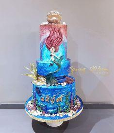 Mermaid cake Beautiful Cakes, Amazing Cakes, Castle Birthday Cakes, Ariel Cake, Little Mermaid Cakes, Family Cake, Girl Cakes, Baby Cakes, Mermaid Birthday